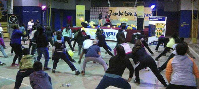 """Más de un centenar de personas participaron de la """"Zumbatón"""" en Los Álamos"""